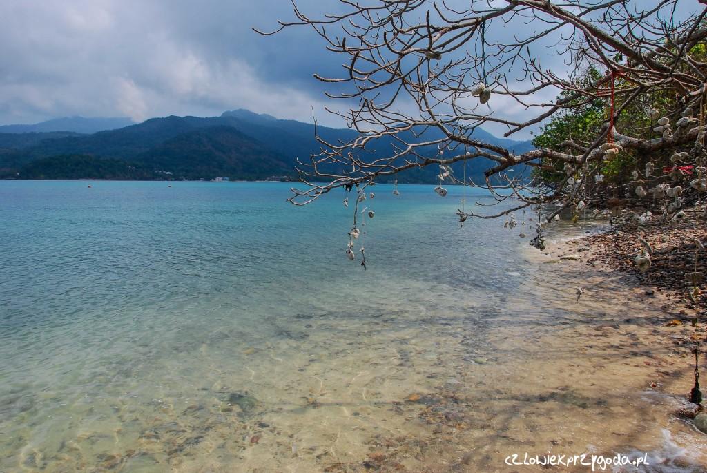 Jedna z wielu samotnych wysp niedaleko Koh Chang.