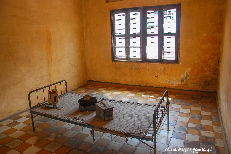 Jedna z sal zmieniona w pokój przesłuca