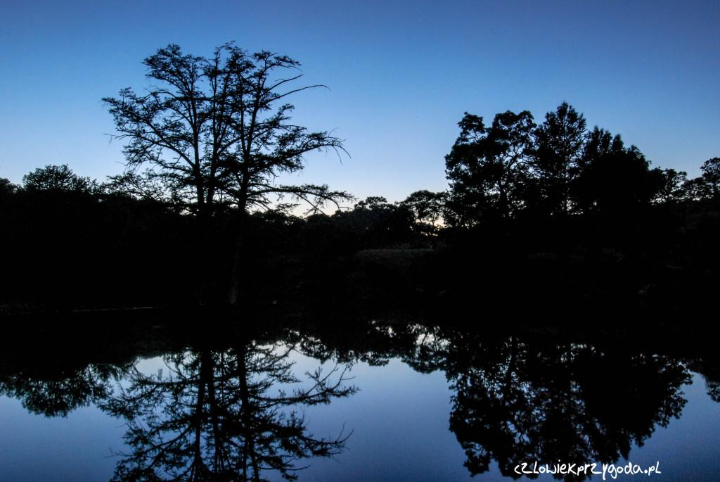 Zachód słońca w Teksasie dokładnie w Kerrville odległość 7718.67 km.