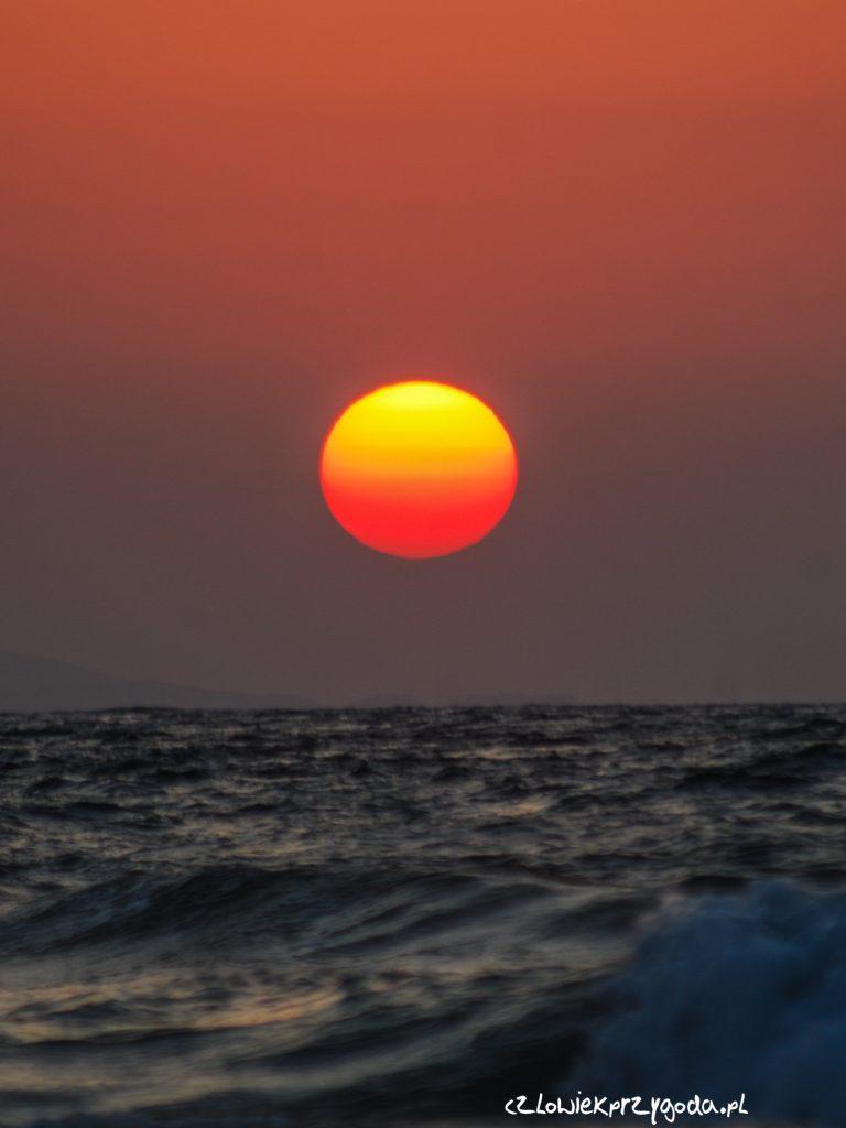 Klasyczny pocztówkowy zachód słońca na Krecie – 1784.36 km.