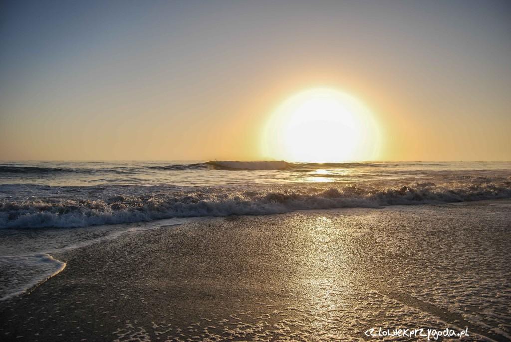 Rekord pada za San Francisco na wielkiej plaży bez nazwy przy drodze - odległość 8305.47 km.