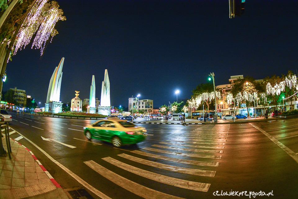 Najczęściej w Bangkoku można spotkać żółto-zielone taksówki.