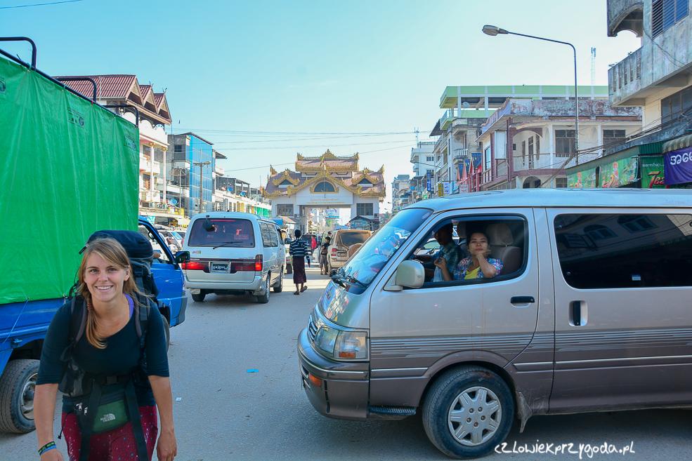Autobusem do Yangonu