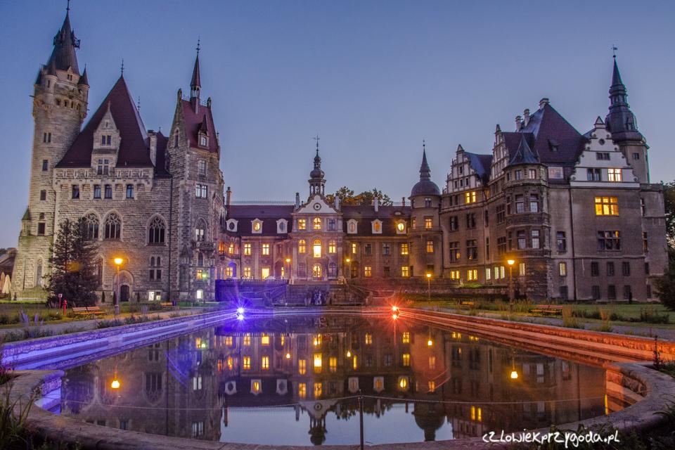 Moszna Zamek nocą