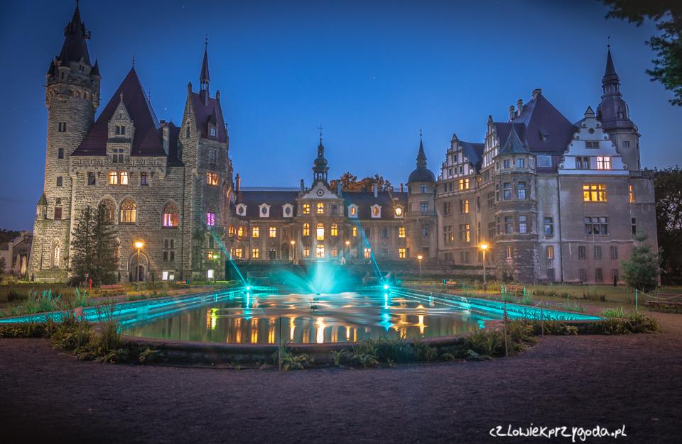 Moszna Zamek wieczorem